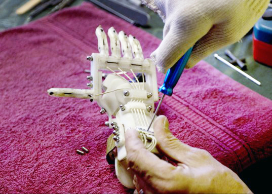 Amazing Dad Builds Son 3-D Printed Prosthetic Hand for $10