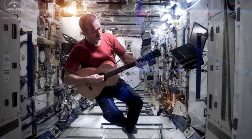 "Commander Chris Hadfield covers David Bowie's ""Space Oddity"""